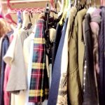 服が多くて部屋が片付かない販売員!上手な洋服収納術とは?
