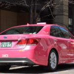 見るだけで幸せになれるピンクタクシー